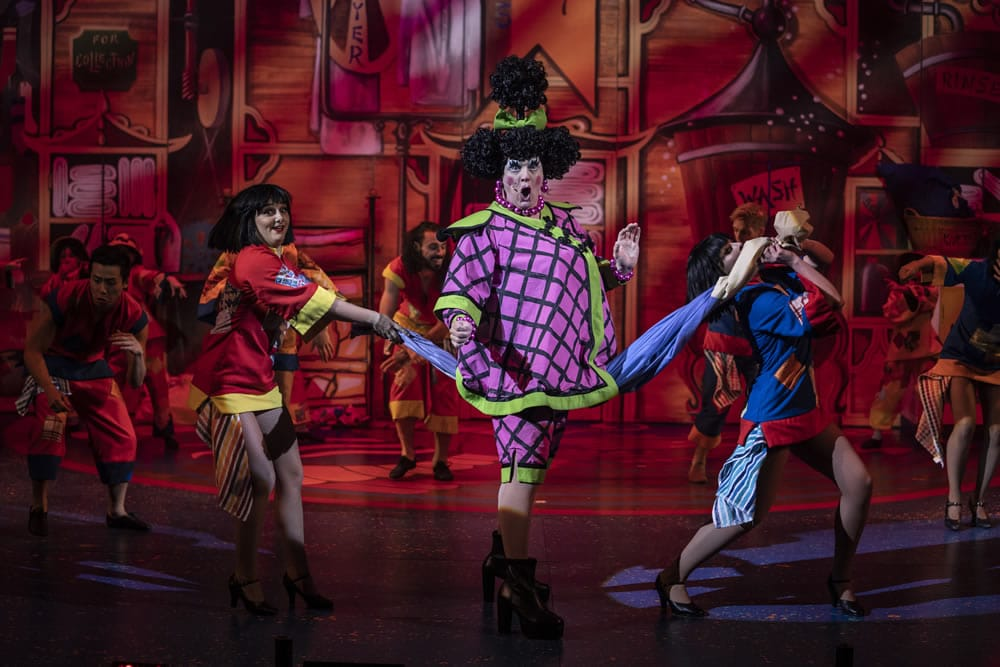 David Robbins and the company of Aladdin at The Orchard Theatre. Credit Luke Varley DL