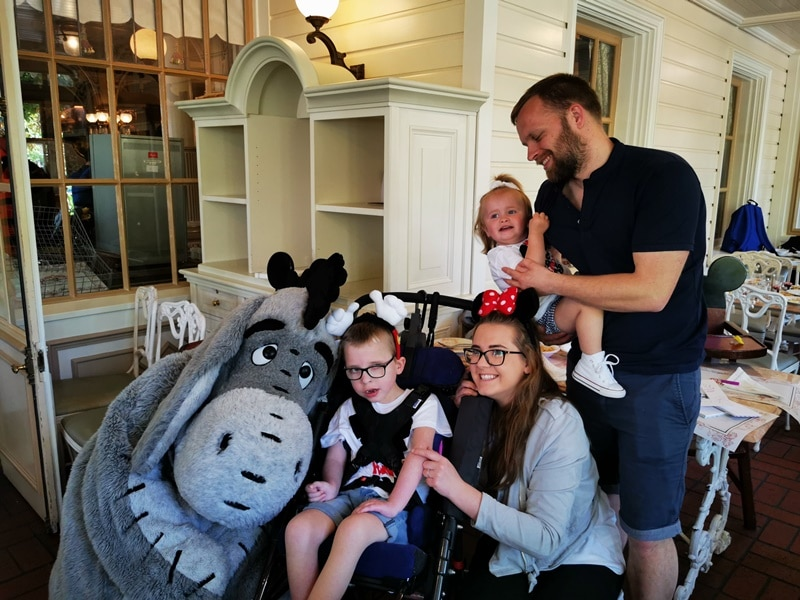 DISNEY'S MICKEY MOUSE AND PIGLET MEET ELLENOR HOSPICE CARE FOR CHILDREN PATIENTS, THANKS TO THE ROTARY CLUB OF MEDWAY